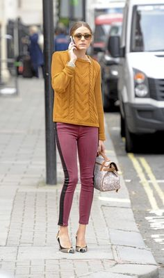 Streetstyle: yellow pullover, bordeaux pants