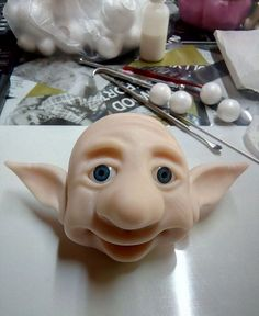 Nenhum texto alternativo automático disponível. Cute Crafts, Diy Crafts, Easy Polymer Clay, Polymer Project, Fondant Animals, Clay Faces, Play Clay, Clay Figures, Sculpture Clay