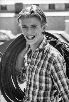 icons David Bowie News (davidbowie_news) Freddie Mercury, David Bowie Poster, David Bowie Ziggy, Queen David Bowie, David Bowie Tribute, David Bowie Art, Jean Michel Basquiat, Iggy Pop, Martin Scorsese