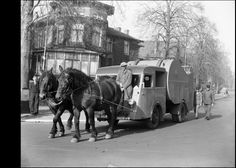 Vuilnisauto getrokken door paarden tijdens de 2e Wereldoorlog (1941)