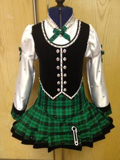 Love this Highland dance inspired Irish solo dress. It is in my dancers size too! Too bad our Irish dance teacher thinks it is for a championship dancer. Irish Step Dancing, Irish Dance, Scottish Highland Dance, Celtic Dress, Kinds Of Dance, Irish Girls, Uniform Design, Dance Teacher, Miss Dress