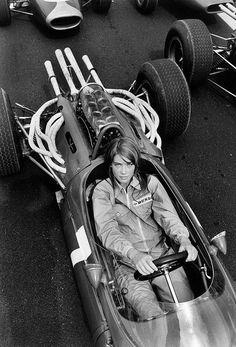 Francoise Hardy, Grand Prix, Classic Motors, Classic Cars, Foto Picture, Races Fashion, Vintage Race Car, Bmw, Rally Car