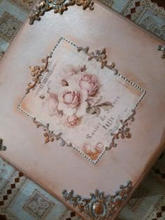 Decoupage Suitcase, Decoupage Box, Decoupage Vintage, Diy And Crafts, Arts And Crafts, Paper Crafts, Fabric Boxes Tutorial, Pretty Storage Boxes, Altered Boxes