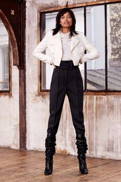 Paule Ka Pre-Fall 2019 Fashion Show Collection: See the complete Paule Ka Pre-Fall 2019 collection. Look 9 Vogue Paris, Fashion Week, Fashion Trends, Fashion Inspiration, Women's Fashion, Paule Ka, Vogue Russia, Fashion Show Collection, Models