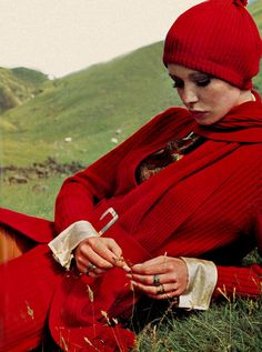 Maudie James is wearing a ribbed cashmere cardigan, photo Elizabeth Novick, Vogue UK October 1969 red sweater hat late early casual day sportswear vintage fashion 1960s Fashion, Red Fashion, Fashion Beauty, Vintage Fashion, Fashion Models, High Fashion, Patti Hansen, Lauren Hutton, Nostalgia