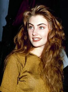 All things great about the 90s, in one photograph.  Brown lipstick done right, minimal makeup, great hairs.   Madchen Amick.