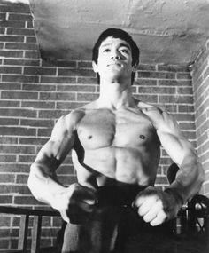 bruce lee. best kung fu fighter ever