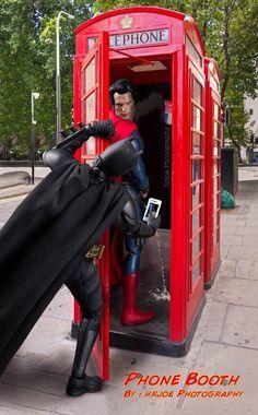 Superman got caught lol Marvel Dc Comics, Bd Comics, Marvel Funny, Marvel Vs, Batman Wonder Woman, Black Panthers, Figure Photography, Toys Photography, Funny Batman Pictures