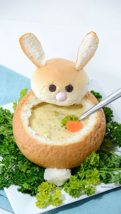 Looking for some creative Easter Dinner Ideas? Make this creative DIY Easter Bunny Bread Bowl. Perfect for your Easter Dinner and a great way to make a fun Easter Table. Step-by-step tutorial. Easter Dinner Recipes, Easter Brunch, Easter Party, Easter Appetizers, Easter Desserts, Baby Shower Appetizers, Birthday Brunch, Easter Table, Easter Eggs