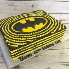 Batman buttercream cake #DCcomics #buttercreamtodiefor #noveltycakes #batmancakes #mad4cakes