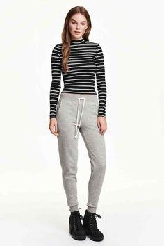 Pantalon en molleton Sweatpants, Suits, Fashion, Heather Grey, Woman, Moda, Outfits, Fashion Styles, Sweat Pants