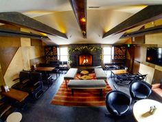 """@doc_ponds """"Come warm up by the fire in our lounge this weekend! We've got lots of beer, cocktails, and great food! Today's lunch specials are Mushroom Leek Soup,…"""""""