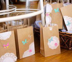 Bolsitas de papel decoradas con blondas