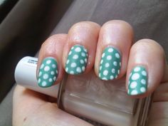 ANNY green meets mint with white dots (essie blanc), and matte topcoat http://penguinlacquer.blogspot.de/2014/05/das-perfekte-mint.html #mint #polkadots #nails