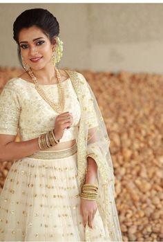 White Saree Wedding, Lehenga Choli Wedding, Bridal Sari, Indian Bridal Sarees, Designer Bridal Lehenga, Bridal Dresses, Brocade Blouse Designs, Kerala Saree Blouse Designs, Half Saree Designs