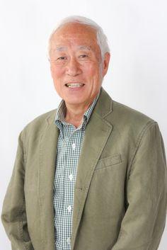 ゲスト◇齋藤安弘 (yasuhiro Saito)  神奈川県横浜市出身。神奈川県立横浜平沼高等学校、中央大学法学部法律学科卒業。 1964年にニッポン放送入社。アナウンサーの同期には宮田統樹がいる。1967年にスタートした看板番組「オールナイトニッポン」の初代パーソナリティとして一躍有名になった。同期入社でもある前社長の亀渕昭信と組んだカメ&アンコーとして人気を集めて、「水虫の唄」を大ヒットさせるなどラジオ業界に深夜放送ブームを作った。 「オールナイトニッポン」降板後は「朝はおまかせアンコーです!」などワイド番組を担当したが、1986年にニッポン放送管理部へ異動、アナウンサー職を離れた。1992年からはフジサンケイグループ傘下の株式会社彫刻の森の管理部長兼常務取締役を務め、2003年に退任。 同年、再びニッポン放送アナウンサーに復帰。斉藤のように長年アナウンス職を離れていた人物のアナウンサー復帰は極めて異例だが、当時同局の代表取締役社長を務めていた亀渕の要請によるものとされる。2009年3月31日をもって、ニッポン放送のアナウンサールームを定年退職した。