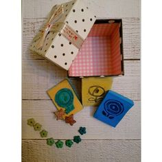 DIY ready to give gift for crafters: flower themed box with supplies and jewelry for the crafty woman. You can find a set of polymerclay flower beads, handcarved wooden stamps with flowers, handmade ivy leaf earrings; wrapped in gift box, ready to give