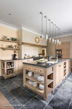 39 Most Amazing Rustic Farmhouse Kitchen Design – Magazine Decorations Kitchen Interior, Home Decor Kitchen, Kitchen Flooring, Kitchen Remodel, Kitchen Decor, Home Kitchens, Farmhouse Kitchen Design, Retro Kitchen, Kitchen Design