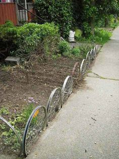 Looking for ideas on garden edging? You're in the right place! if you came for inspiration take a close look at these 52 ideas to edge your garden. Landscape Edging, Garden Edging, Garden Borders, Border Edging Ideas, Sidewalk Edging, Diy Garden Bed, Landscaping With Rocks, Landscaping Ideas, Pallet Fence
