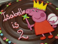 Peppa Pig birthday cake with an icing run-out