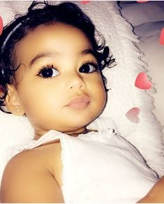That baby is so gorgeous Cute Mixed Babies, Cute Black Babies, Beautiful Black Babies, Cute Little Baby, Pretty Baby, Cute Baby Girl, Beautiful Children, Little Babies, Baby Love