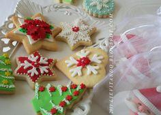 Dal sito Lievitando: Biscotti di Natale con ricette dei biscotti e della pasta di zucchero