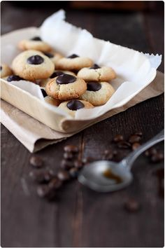 Pour un quatre heures cocooning autour d'un chocolat chaud, voilà des petites sablés gourmands. Vous pouvez garnir ces nids de chocolat, de pralinoise, de