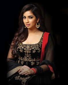 Beautiful, talented, good at heart, what else is needed to become a queen? Indian Celebrities, Bollywood Celebrities, Shreya Ghoshal Hot, Indian Music, India Beauty, Asian Beauty, Bollywood Stars, Queen, Hottest Models