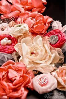 Lots of fabric flower tutorials!