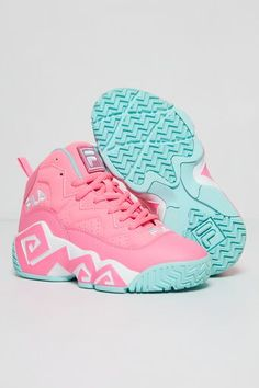 Shoes For Teens, Nike Kids Shoes, Dr Shoes, Swag Shoes, Hype Shoes, Girls Shoes, Cute Jordans, Pink Jordans, Colorful Nike Shoes