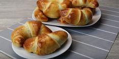 Cornuri din aluat dospit – extraordinar de pufoase și fine! - Retete Usoare Bagel, Bread, Food, Breads, Baking, Meals, Yemek, Sandwich Loaf, Eten