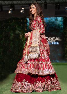 Pakistani Bridal Couture, Pakistani Fashion Party Wear, Pakistani Wedding Outfits, Pakistani Dresses Casual, Indian Bridal Outfits, Pakistani Dress Design, Indian Dresses, Indian Clothes, Bridal Lehenga