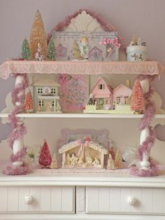 Beautiful pink Christmas display                                                                                                                                                                                 Mais