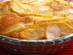 4 maçãs 1 colher de sopa de margarina vegetal 1 colher de sobremesa de açúcar 4 ovos 50g de farinha 50g de açúcar 50g de coco 200ml de leite 1 colher de sopa de açúcar mascavado (opcional) Começar por descascar as maçãs e cortar em fatias finas...