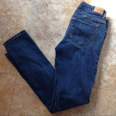 Aeropostale skinny jeans Another favorite pair that I can no longer fit! In great condition, but has a quarter sized faded spot toward the bottom of the calf. Has lots of love left to give!! Size small short. Inseam: 29 in. Aeropostale Jeans Skinny
