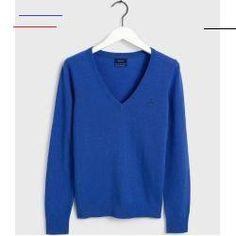 #lacesweater - Der Superfeine Lambswool Sweater von Gant ist ein perfekt preppy Damenpullover mit V-Ausschnitt, der in jede Garderobe gehört, denn zu diesem Pullover werden Sie viele Jahre lang immer wieder gerne greifen. Weiche, leichte Lammwolle Slim Fit V-Ausschnitt Rippstrick an den Ärmelbündchen und dem Saum Klassisches Gant Wappen auf der Brust... Khaki Slacks, Tweed Blazer, Khaki Shorts, Timberland Sneakers, Lace Sweater, Polo T Shirts, Knit Jacket, Casual Looks