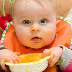 Des purées aux premiers morceaux solides que prendra bébé, voici des informations utiles sur l'évolution de l'alimentation de bébé.