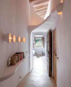 A Maiorca, la casa delle caverne dove gli arredi sono fatti di pietra | Design In