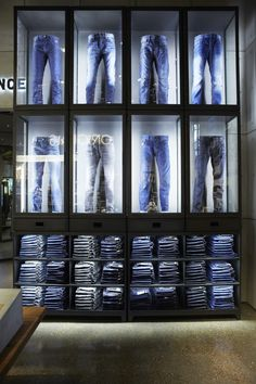 Jack & jones store by riis retail, kolding – denmark denim display, jeans Clothing Store Interior, Clothing Store Design, Retail Store Design, Retail Shop, Denim Display, Design Industrial, Visual Merchandising Displays, Jeans Store, Retail Concepts