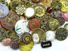 Beautiful Vintage Antique Estate Sewing Buttons Mix Variety (84) EA Pieces
