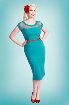 Every curvy girl should sport a pin up look at least once in her life