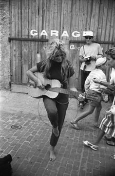 Brigitte-Bardot_saint-tropez_1958_photo-Willy-Rizzo