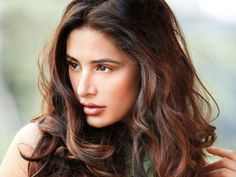 Actress Nargis Fakhri who is rumoured to be in a relationship with actor-producer Uday Chopra has just revealed on Twitter that she