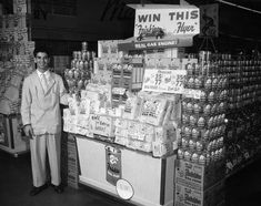 Interior view of a Ralphs Grocery Store in Los Angeles on August showing Richard Moran, Head Clerk, standing next to a Friskies Dog Food display. Retail Solutions, Old Country Stores, California History, Los Angeles Area, Department Store, Painted Signs, Grocery Store, Dog Food Recipes, Marketing