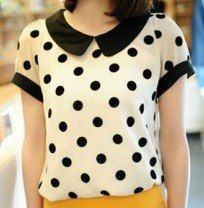 This blouse crafted in chiffon, featuring peter pan collar, dots printing to the main, short sleeves, in medium length cut. Peter Pan, Zooey Deschanel, Cute Blouses, Corsage, Pretty Outfits, Blouse Designs, Fashion Dresses, Fashion Shorts, Ideias Fashion