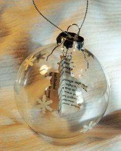 DIY doorzichtige kerstbal met ornament gemaakt van (zwart-wit) foto's, eventueel nog wat extra vulling in de bal?