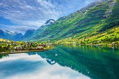 Los fiordos noruegos son toda una maravilla de la naturaleza.