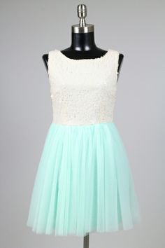 The new way to rent bridesmaid dresses, wedding accessories, wedding dresses and prom dresses online. Never be stuck with a dress in the back of your closet! Rent Prom Dresses, Prom Dresses Online, Bridesmaid Dresses, Formal Dresses, Wedding Dresses, Wedding Accessories, Fashion, Bridesmade Dresses, Dresses For Formal