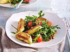 Ricotta-Basilikum-Nocken auf Rauke-Tomatensalat mit Pinienkernen Rezept