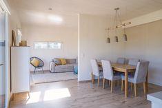 Die ME & ME Mikrohäuser gibt es mit 30   50   70   90 m2. Dabei wählst du aus drei verschiedenen Dachformen, verschiedenen Holzfassaden, Putzfassaden oder Fassadenplatten. Deiner Kreativität sind keine Grenzen gesetzt. Du lebst in einem nachhaltigem, ökologisch gebauten Holzhaus. Zahlen tust du für dein Haus im Grünen nicht mehr als für eine Wohnung! Das ist doch ein Versprechen, oder?  #Thiny House #Minihaus #Microhaus #Mikrohaus   #Designhaus #Haus statt Wohnung Divider, Dining Table, Room, Design, Furniture, House, Home Decor, Micro House, Container Houses